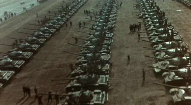 Just a guess from the blob-shaped turrets and long gun barrels, these are Soviet JS II tanks on parade, no way are these western tanks! Probably post-WW2.